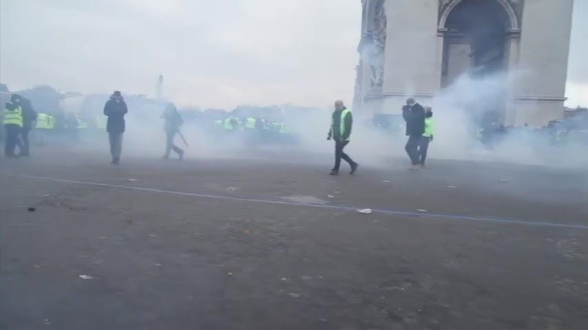 Truth or Not? Yellow vests clash with police in central Paris