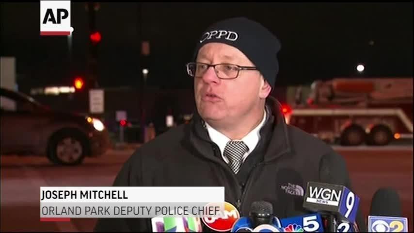 1 killed at Illinois mall, police seek suspect