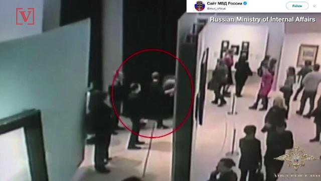 Art thief brazenly strolls off with painting in gallery full of people