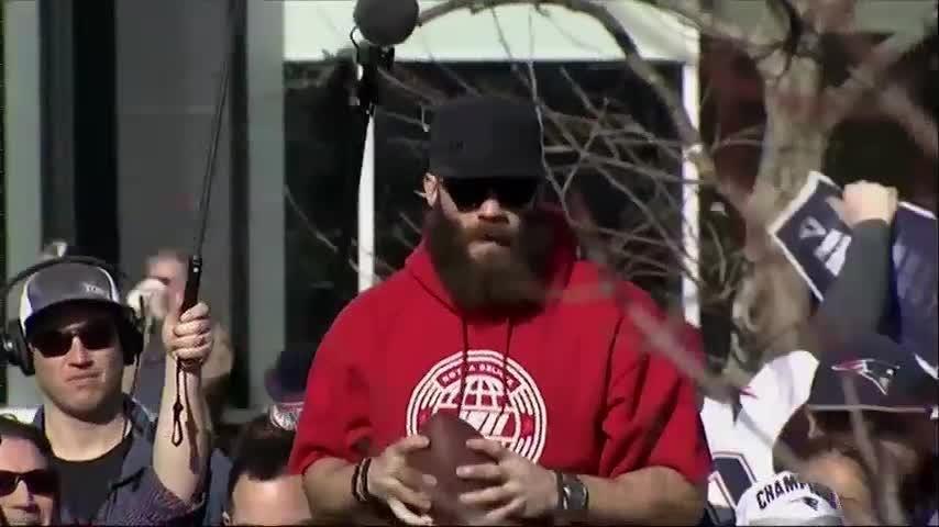 Brady, Patriots take victory lap through Boston