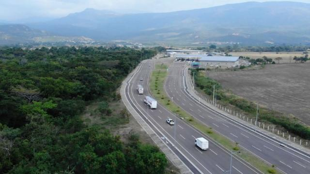 """Trucks carrying desperately-needed humanitarian aid for crisis-wracked Venezuela arrive at its border with Colombia as ministers from more than a dozen European and Latin American countries call on socialist leader Nicolas Maduro to hold """"free"""" presidential elections with the US criticizing their move. Video provided by AFP"""