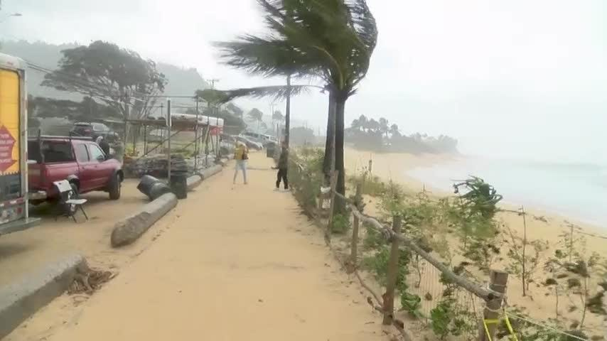 Strong storm pounds Hawaii's northern shorelines