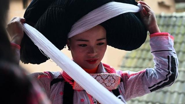 Girls sport their ancestors' hair for lunar new year in China