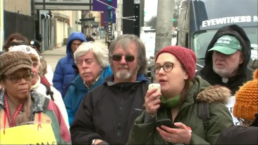NJ protesters against Trump natl' emergency plans