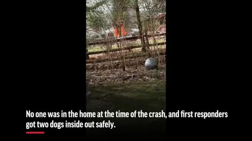 Plane crashes into Ohio home