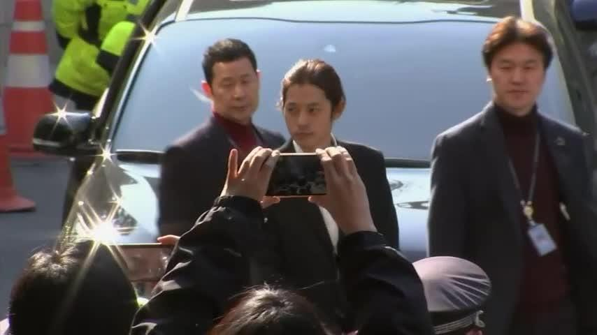 Seungri and Jung Joon-young arrive at police station