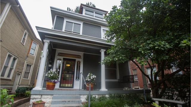 The rooms in this 1913 American Foursquare home in Old Louisville are a blend of old and new, decorated with dark, bulky furniture and pops of color. Take a look round!