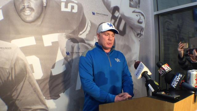 Uk coach Mark Stoops talks early signing period