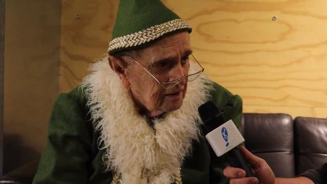 """Legendary comedian Bob Newhart reprises his character Papa Elf from the movie """"Elf"""" (starring Will Ferrell) for a new Kentucky Lottery commercial. The lottery's Chip Polston also got Newhart to share a little about this Kentucky roots."""