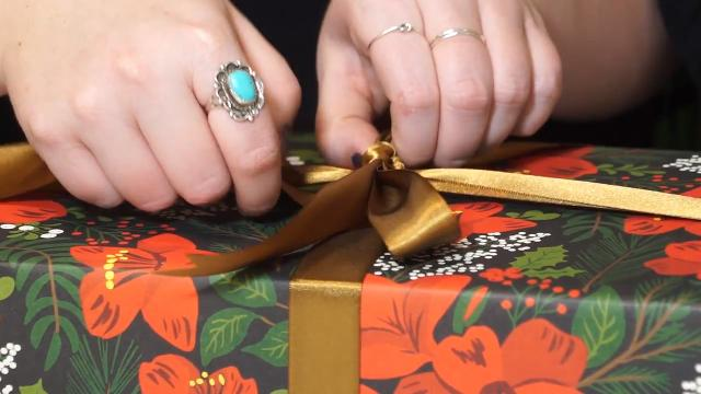 Kirby Adams takes you to The Paper Source in St. Matthews to learn how to wrap gifts (even odd-shaped ones) and make beautiful bows.