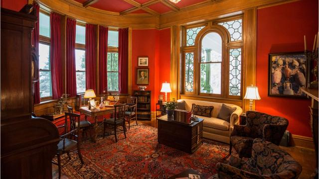 Tour this luxurious manor in Anchorage