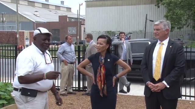 Former UD President Harker tours Wilmington
