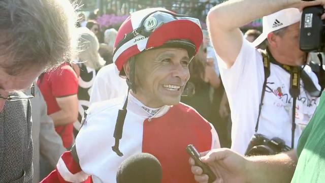 "Jockey Mike Smith had a scare but his Songbird fended off a late challenger to win the Delaware Handicap. ""These are the kind of races you get beat in,"" Smith said after taking the Grade I highlight of the Delaware Park calendar."