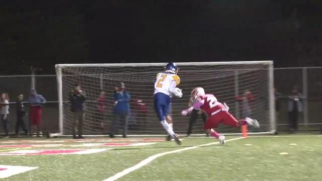 Isaac Barnes throws 26-yd TD pass to twin brother Isaiah