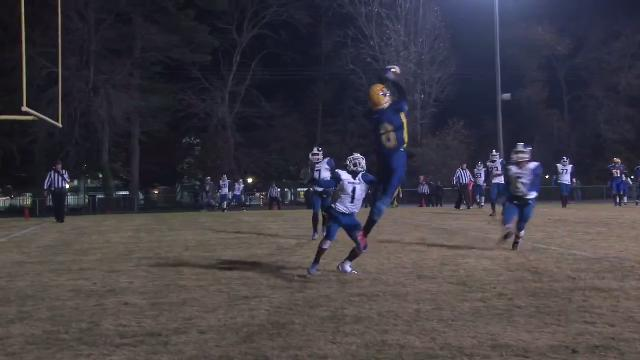 Lynch makes crowded TD catch look easy for A.I. du Pont