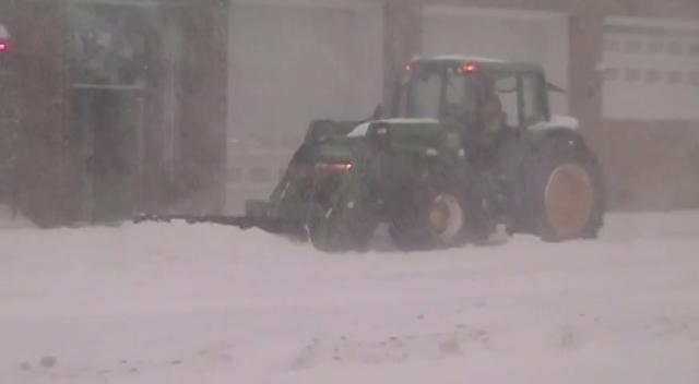 Raw Video: Crews, motorists attempt to navigate through snow