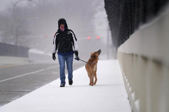 Snow started to fall from the nor'easter passing over Delaware Wednesday morning.