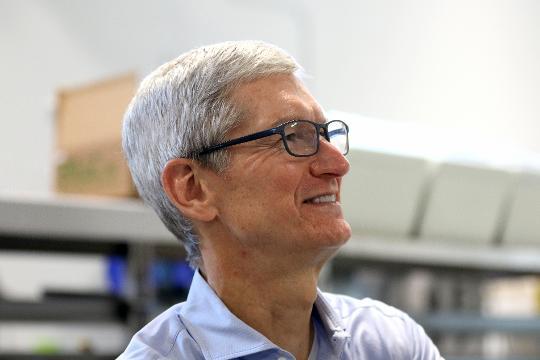 Apple CEO Tim Cook visits Cincinnati manufacturer