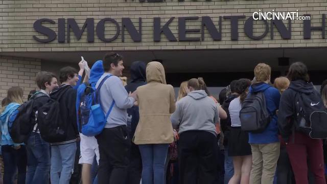 Simon Kenton High School students walk out to support gun control legislation