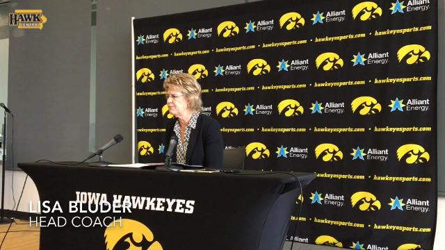 Lisa Bluder amazed by Tania Davis' quick ACL recovery