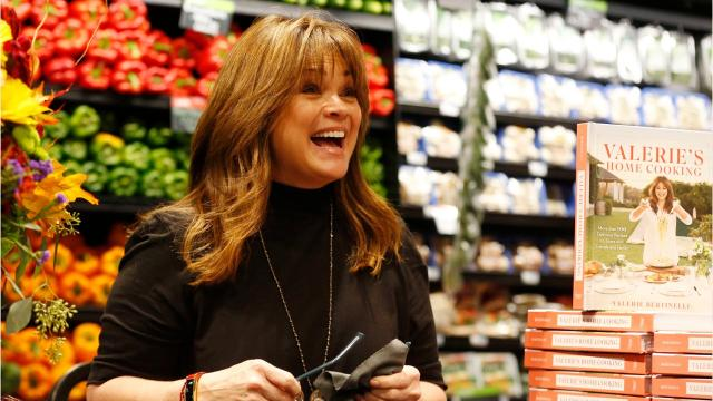 Take a look as actress Valerie Bertinelli makes an appearance at the downtown Hy-Vee in Des Moines.