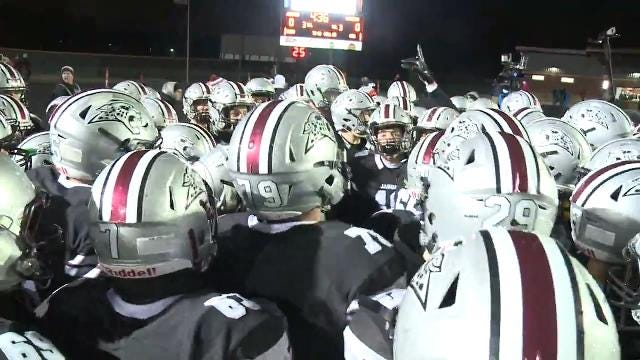 Watch highlights as the Jaguars defeat the Warriors 31-21 in Ankeny.