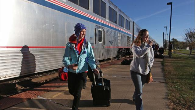 Amtrak currently operates two dailylong-distance trains through Iowathat travelbetween Chicago and the West Coast.