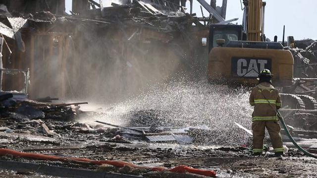 An early morning fire destroyed a set of apartment buildings under construction in Waukee.