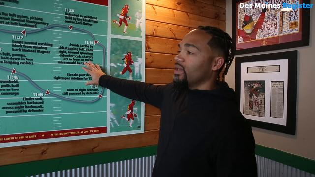 Seneca Wallace serves up flavor at Wingstop Restaurant in Ames