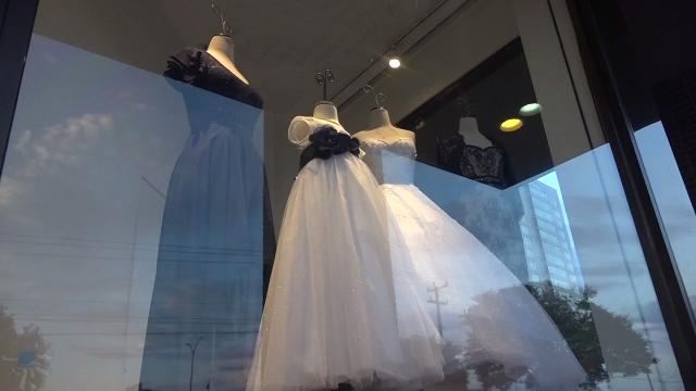 Brides scramble after Alfred Angelo closes stores
