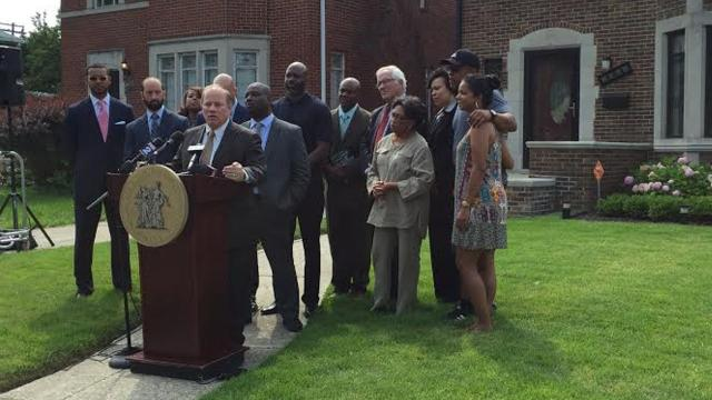 Teachers at DPS and charter schools can buy homes from the Detroit Land Bank for half price, Mayor Mike Duggan announced Friday.