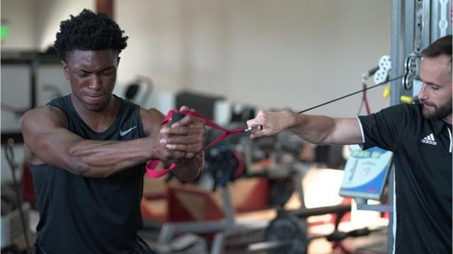 Stanley Johnson's workout at sports science facility P3 in Santa Barbara, Calif. Video by Vince Ellis/DFP