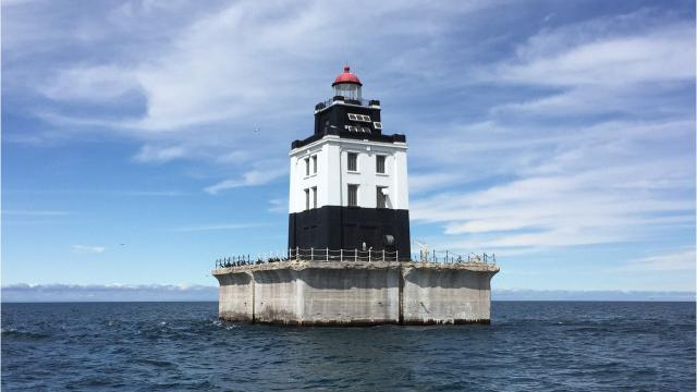 Lighthouse auction could make Great Lakes your backyard.