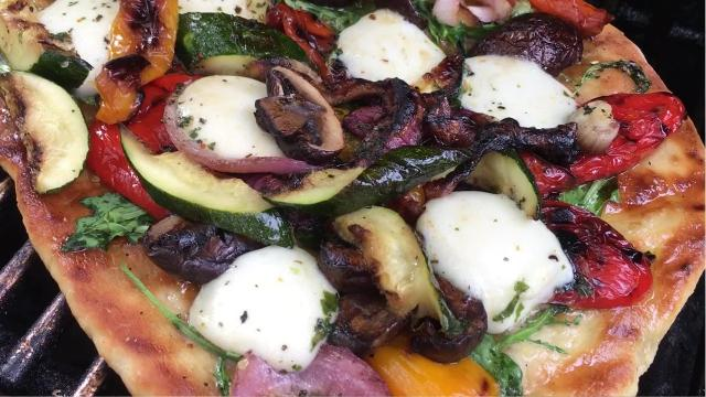 How to make Grilled Veggie Pizza with Fresh Mozzarella