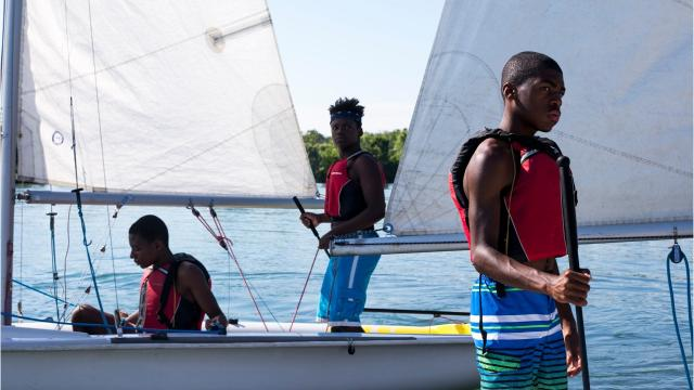 These Detroit kids are spending the summer learning to sail