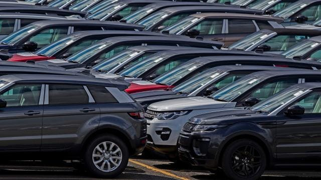 Wall Street might be looking at a 22,000 Dow, but stocks for GM and Ford aren't enjoying the ride. By Susan Tompor, DFP.