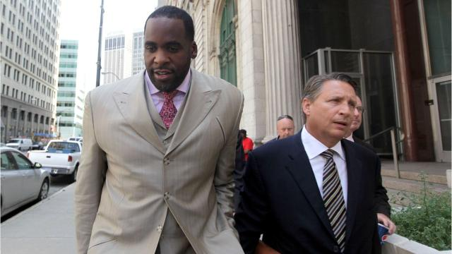 One month after claiming he tried to beat up his lawyer, ex-Detroit Mayor Kwame Kilpatrick is taking another shot at his attorney.