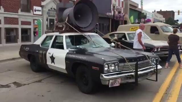Video: TV and movie vehicles share 9 Mile with vintage police, fire and more