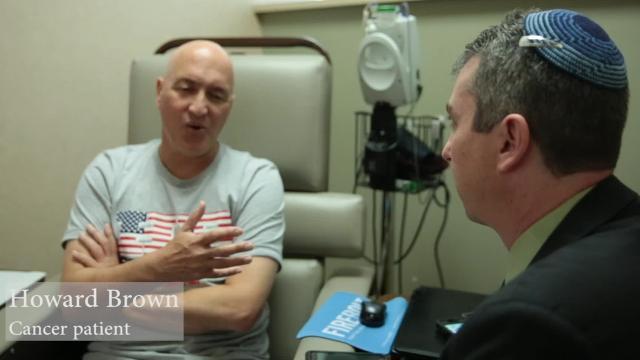 Rabbi Joseph Krakoff offers patients comfort