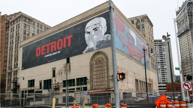 Detroit orders removal of downtown building signs