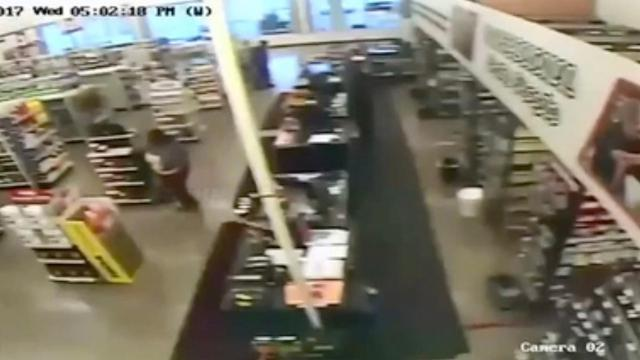 Orally Auto Part Near Me >> Raw Video 2 Female Suspects Inside O Reilly Store In Detroit