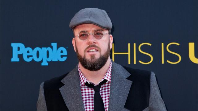 """""""This Is Us"""" star Chris Sullivan is calling out his character, Toby, for those grandiose gestures toward girlfriend Kate (Chrissy Metz)."""