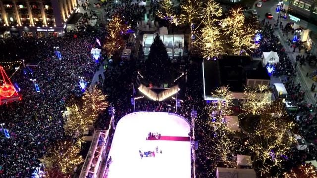 Watch 2017 Detroit Tree Lighting from the balcony of the One Campus Martius Building