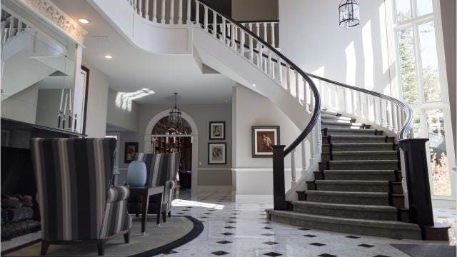 The dramatic black and white palette of this house washes it with the glamour of Hollywood in the '30s.