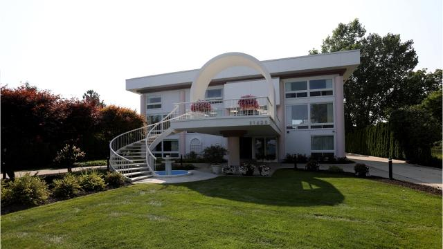$999,999 Grosse Ile home is on Detroit River