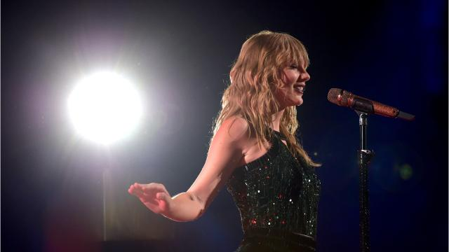 Taylor Swift gives tribute to Aretha Franklin in Detroit concert