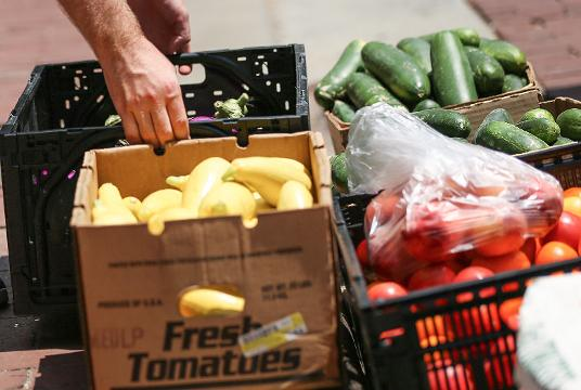 Farmers Market Supports The Homeless Through Food Donation