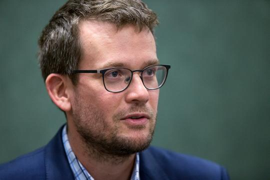 In an exclusive interview with IndyStar, author John Green talks about writing 'Turtles All the Way Down' from his personal experience and mentions his favorite Indianapolis references from the book, based in Indy.
