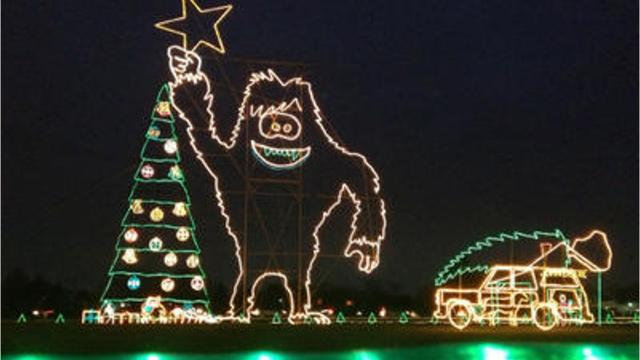 Christmas Light Displays.Reynolds Farm Equipment Christmas Display In Fishers Celebrates 25th Year