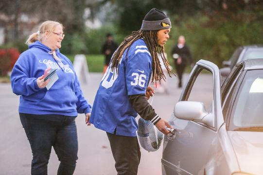 Indianapolis Colts hand out Thanksgiving meals at Edna Martin Christian Center